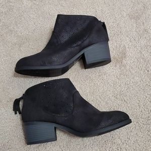 art class ankle boots size 5 NWOT